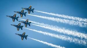 Resumen de la encíclica Laudato si. Foto de seis aviones de guerra volando juntos