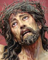 Imagen tridimensional de Cristo coronado de espinas. En la foto de la imagen solamente se ve el rostro a modo de busto.
