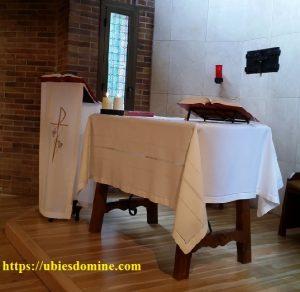 Lecturas del domingo y solemnidades - Ciclo A. Foto de una capilla preparada para la celebración eucarística