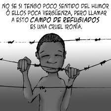 """Dibujo de un niño detrás de una alambrada. El niño dice: """"No sé si tengo poco sentido del humor o ellos poca vergüenza, pero llamar a esto campo de refugiados es una cruel ironía"""""""