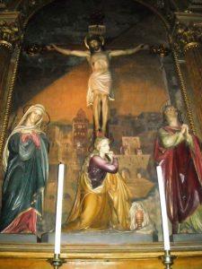 Catedral de Montevideo. Retablo en el que aparecen Jesús en la cruz y algunas mujeres