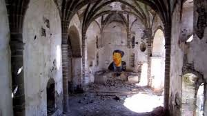 El sacrificio eucarístico. La práctica religiosa. Foto de iglesia abandonada