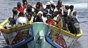 Patera llena de inmigrantes