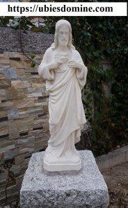 Buscar y hallar a Cristo. Foto del Sagrado Corazón de Jesús en el jardín de la casa de las Misioneras del Sagrado Corazón de Jesús