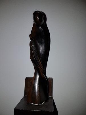 María, la mujer fuerte. Talla de ébano (Camerún)