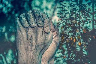 Jesús de Nazaret. Unas manos entrelazadas como en oración