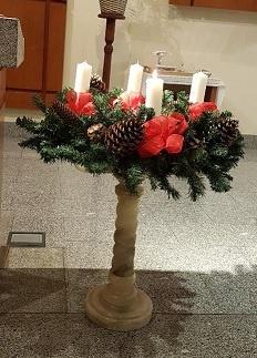 Adviento. Corona de Adviento. Fotografía tomada en la iglesia del Carmen en Cercedilla