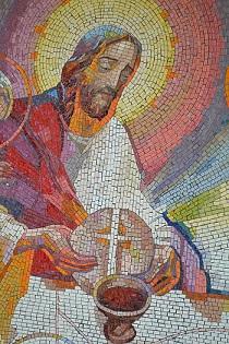 La Resurrección de Cristo. Mosaico en el que aparece el Resucitado presidiendo la Eucaristía